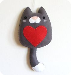 RESERVED FOR Lauren - PDF pattern - Cat with heart. Wall hanging ornament, felt decoration