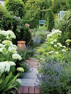 39 Amazing Zen Garden Ideas For frontyard and Backyard English Garden Design, Modern Garden Design, Garden Landscape Design, White Gardens, Small Gardens, Front Yard Landscaping, Landscaping Ideas, Backyard Ideas, Balcony Garden