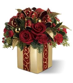 Red And Gold Christmas Floral Arrangements That Are Simple, Elegant And Classy ~c.c~🌹🌲🌹🌲 Holiday Gift Bouquet: Christmas Flower Arrangements Christmas Flower Arrangements, Christmas Flowers, Christmas Centerpieces, Xmas Decorations, Floral Arrangements, Christmas Holidays, Christmas Wreaths, Merry Christmas, Christmas Projects