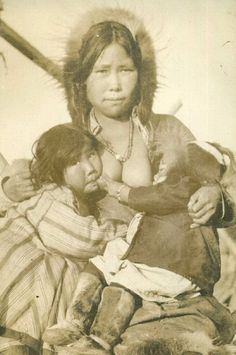 Photos Du, Old Photos, Breastfeeding Pictures, Madona, Ariana Grande Drawings, Tribal People, Art For Art Sake, Mothers Love, Mother And Child
