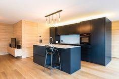 Küchendesign in MDF schwarz als Kontrast zur Weißtanne. Küchen Design, Table, Furniture, Home Decor, Kitchen Black, Decorating Kitchen, Counter Top, Homes, Homemade Home Decor