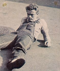 Behind the scenes: James Dean on the set of East Of Eden, Old Hollywood Stars, Hollywood Actor, Classic Hollywood, Hollywood Actresses, James Dean Photos, Rebel Without A Cause, East Of Eden, Jimmy Dean, Martin Gore