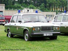 Lada VAZ 2107 1500 FuStW - Funkstreifenwagen der Volkspolizei der DDR (VoPo) - BJ 1988 - fotografiert am 12.06.2010 in Leipzig/ Jahnallee zur Interschutz 2010 - Copyright @ Ralf Christian Kunkel