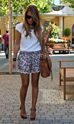 Total look Zara - Flowered Shorts And White Blouse