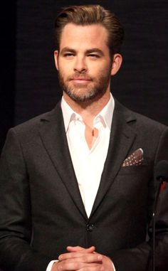 Hellloo Chris Pine! The actor looks incredibly handsome even early in the morning at Oscar Nominations!