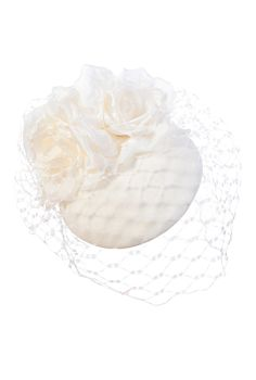 This elegant white hat is perfect for a variety of social occasions throughout the year such as Ladies Days and luxury weddings.