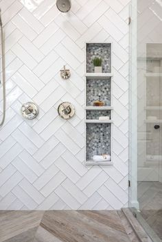 Modern Farmhouse Shower Niche Modern Farmhouse Style Shower Design with White Double Herringbone Tile, Frameless Glass Shower Sur Bad Inspiration, Bathroom Inspiration, Master Bathroom Shower, Tile Shower Niche, Shower Tile Designs, White Tile Shower, Subway Tile Showers, Bathroom Shower Remodel, Small Master Bathroom Ideas