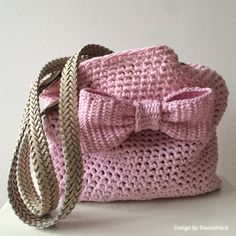 Crochet Purses Design Pink-crochet-bag-with-bow-by-BautaWitch Diy Crochet Bag, Crochet Shell Stitch, Love Crochet, Crochet Crafts, Crochet Hooks, Crochet Projects, Knit Crochet, Crochet Handbags, Crochet Purses