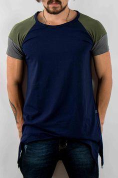 Hombre – www.urbanwear.co Camiseta oversized Motoneta -Tshirt @diego08gomez - Model @gallegoedison - Photographer