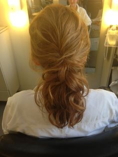 Loose wavy ponytail great hairstyle for any occasion hair by Liz vela