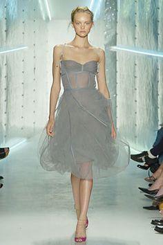 Donna Karan Spring 2005 Ready-to-Wear Fashion Show - Gemma Ward Celebrity Closets, Celebrity Style, Dona Karan, Vintage Fashion 90s, Red Carpet Dresses, Fashion Show, Fashion Tips, Girly Girl, Nice Dresses