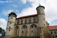 Takiego zamkujaki ma Nowy Wiśnicz (woj. małopolskie) nie powstydziłaby się żadna baśń – uroczy, wspaniale zlokalizowany, romantyczny, z bogactwem wież i wieżyczek. Tajemniczość, ciekawa historia, a także legendy i rezydujące w zamku zjawy dodają mu pikanterii i uroku. http://www.malopolska24.pl/index.php/2013/08/zamek-w-nowym-wisniczu/