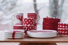11.24- Oiva Rasymatto | ニュース | Marimekko (マリメッコ) 日本公式オンラインストア Marimekko, Scandinavian Style, Finland, Table Settings, Dishes, Tableware, Interiors, Christmas, Design