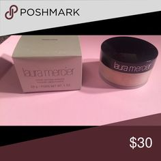 Loose power Translucent, good setting power for that final touch, brand new still in box Sephora Makeup Face Powder