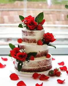 red velvet semi-naked half-dressed wedding cake with fresh red roses and strawberries. Red and white romantic wedding 6 8 and 10 inch tiers. Red Velvet Wedding Cake, Navy Blue Wedding Cakes, Wedding Cakes With Flowers, Simple Wedding Reception, Wedding White, Trendy Wedding, Wedding Ideas, Cena Formal, Strawberry Wedding Cakes