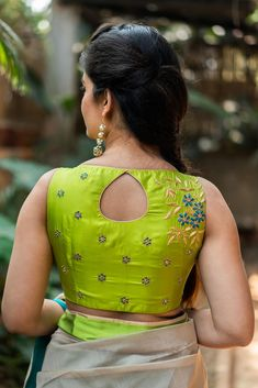 Trending & Latest blouse designs catalogue 2019 - New Blouse Designs Blouse Designs High Neck, Simple Blouse Designs, Stylish Blouse Design, Saree Blouse Neck Designs, Sari Blouse, Boat Neck Designs Blouses, Patch Work Blouse Designs, Sleeveless Blouse, Blouse Designs Catalogue