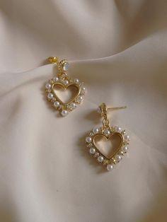 Ear Jewelry, Dainty Jewelry, Cute Jewelry, Jewelry Accessories, Fashion Accessories, Fashion Jewelry, Jewellery Earrings, Jewelry Holder, Vintage Accessories