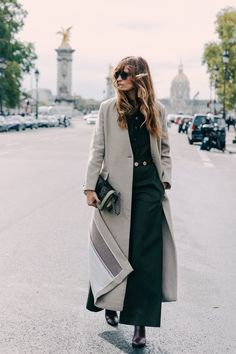 Try an extra-long coat for a long, androgynous silhouette. Caroline de Maigret #StreetStyle