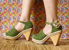 Fulô de Crochê: Peep Toes These are hands-down the cutest crocheted shoes I've ever seen!