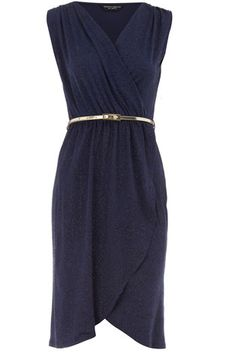 So pretty! Love gold and navy together...