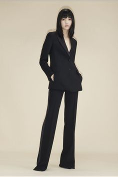8598-00 16773-009 Noir double-face wool tuxedo jacket with asymmetric lapel 8273-92 16773-009 Noir double-face wool wide leg pant Backstage, French Capsule Wardrobe, Spring Fashion, Autumn Fashion, 2020 Fashion Trends, Vogue Australia, Fashion Show Collection, Winter Collection, Phillip Lim