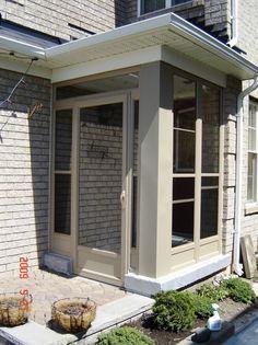 Modern Front Porches, Enclosed Front Porches, Front Door Porch, Front Porch Design, Building Extension, Extension Ideas, Porch Installation, Door Design, House Design