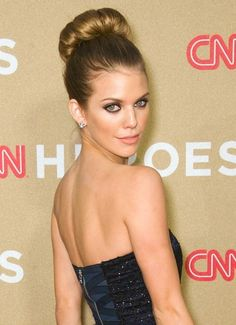 AnnaLynne McCord rocks a super-high bun