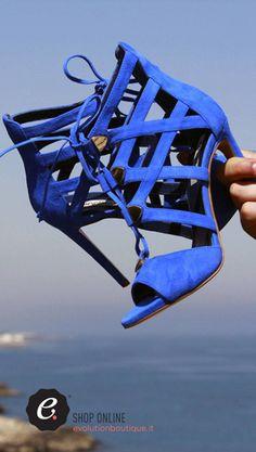 Evolution Luxury #donna #eleganza #chic #beauty #donna #fashion #blu #sandali #ninalilou #summer2016 #polignanoamare #piazza #newcollection #dopoilmareevolution #WeareinPolignano #visitpuglia #bari #boutique #outlet #vacanze #viaggi #valigie #shopping