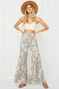"""Bohemian Wide Leg Floral Print Pants 60% Polyester 35% Rayon 5% Soandex 11"""" Rise 32"""" Inseam Tropical Floral Print Wide Legs Pull-On In Stock Floral Pants Outfit, Floral Print Pants, Printed Pants, Floral Prints, Summer Pants Outfits, Casual Summer Outfits, Wide Legs, Tropical, Bohemian"""