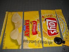 Wrapper Purses - Made completely from recycled potato chip wrappers: chip wrapper purse instructions pouch bag Candy Wrapper Purse, Candy Wrappers, Candy Bags, Sewing Crafts, Sewing Projects, Recycling Projects, Sewing Ideas, Chip Bags, Diy Purse