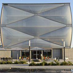 Le Nuage architecture gonflable par Philippe Starck