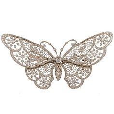 Would be a pretty white ink tat Diamond Tattoos, Rose Tattoos, Flower Tattoos, New Tattoos, Giada De Laurentiis, Sleeve Tattoos For Women, Tattoos For Women Small, White Butterfly, Butterfly Wings