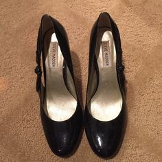Steve Madden patent heels! Adorable bow on outsides! Steve Madden Shoes Heels