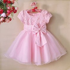 Choosing the look for a party is fun, right? Baby Girl Frocks, Baby Girl Party Dresses, Frocks For Girls, Wedding Dresses For Girls, Dresses Kids Girl, Little Girl Outfits, Little Girl Dresses, Flower Girl Dresses, Kids Frocks Design