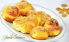 Mucenici moldovenesti - reteta video Romanian Desserts, Romanian Food, Romanian Recipes, Delicious Desserts, Yummy Food, Party Dishes, World Recipes, Bagel, Food Videos