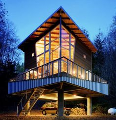 House on Stilts || Hood Canal Cabin sits well above the beach on four 24″ round pilings and features a retractable stair for security. Ray C. Freeman III, Seattle.freeman-wetzel.com