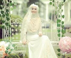 Get the Ideas of 2019 Latest Designs of Muslim Bridal Wedding Dresses in sleeves and hijab. These photos of Islamic wedding dresses for brides are fabulous. Muslim Wedding Gown, Muslimah Wedding Dress, Muslim Wedding Dresses, Muslim Brides, Wedding Dresses For Girls, Country Wedding Dresses, Wedding Dress Sleeves, Bridal Wedding Dresses, Islam Wedding