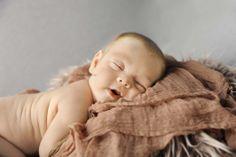 Newborn Photos, Newborn Photography, Kids Photography Copyright of Tori Wharton Photography www.toriwharton.com
