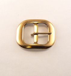 ONE 1 Lightweight Gold Tone Oval Center Bar Metal Belt Buckle. This buckle is curved. Gold colour plated over steel. Buckles have some slight