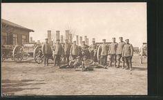 old postcard: Foto-AK deutsche Artillerie, Soldaten in Uniform mit Granaten und Geschützen