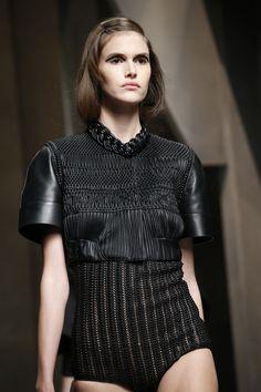 FABRICATION Fendi Spring 2016 Ready-to-Wear Fashion Show Details