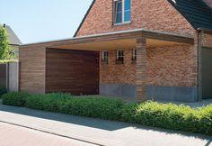 Un carport en bois moderne de la ligne PURE de Livinlodge est fonctionnel, intemporel et extrêmement durable. Notre savoir-faire couplé à une excellente collaboration avec d'éminents architectes et développeurs de produits nous permet de concrétiser vos idées : concevoir et installer exactement l'abri de voiture en bois que vous recherchez.