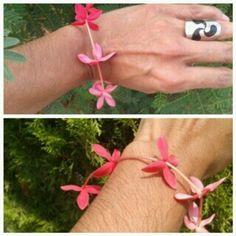 De niña uno de mis juegos favoritos hacer pulsera de flores.  Hoy sigue siendo una predilección ahora con metales y sigo disfrutandolo mucho.  #amor #flores #love #bracelet #pulsera #inspiredbynature #flowers #artisanjewelry