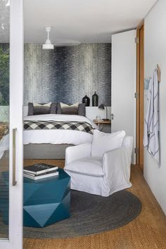 A smart renovation took this Camps Bay home from old-fashioned double storey to streamlined beach bungalow with sea and mountain views.