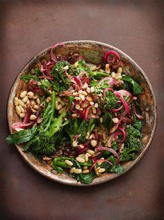 Bohnen-Brokkoli-Salat mit Nüssen   http://eatsmarter.de/rezepte/bohnen-brokkoli-salat-mit-nussen