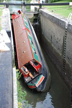 Uh-oh!!! Narrowboat accident