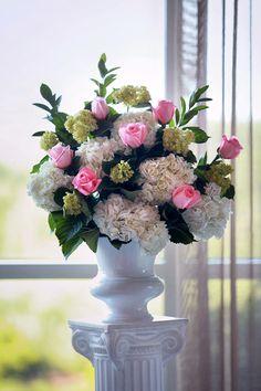 Beautiful bouquet. #weddinginspiration #weddingplanner #weddingday #weddingstyle #weddingvibes #weddingparty #weddings #flowers #bouquet #weddingdecor #eventplanning