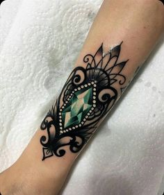 Tattoos For Women 40 Cool Neo Traditional Tattoo Designs For Your Next Tattoo Gem Tattoo, Jewel Tattoo, Tattoo Und Piercing, Lace Tattoo, Tattoo Black, Black And White Rose Tattoo, Tiny Tattoo, Black White, Trendy Tattoos