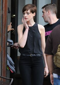 Anne Hathaway Photos - Actress Anne Hathaway films scenes for the movie 'Song One' in New York City, New York on June Her husband Adam Shulman was close by, getting her drinks. - Anne Hathaway Films 'Song One' Anne Hathaway Films, Anne Hathaway Short Hair, Anne Hathaway Photos, Paige Hathaway, Asian Short Hair, Girl Short Hair, Short Hair Cuts, Pixie Hairstyles, Pixie Haircut