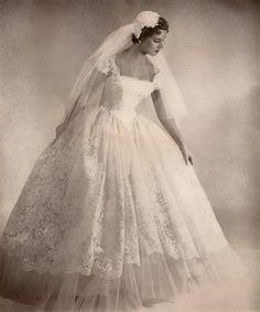 wedding gown --- Pretty much my dream dress! wedding gown --- Pretty much my dream dress! Vintage Wedding Photos, Vintage Bridal, Vintage Weddings, Vintage Lace, Silver Weddings, Romantic Weddings, Wedding Pictures, Vestidos Vintage, Vintage Dresses